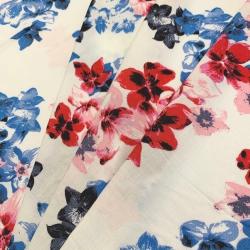 Tkanina wiskozowa chally - czerwone i niebieskie kwiaty na białym